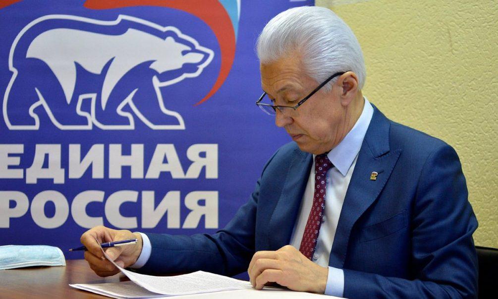 Медведев выдвинул кандидатуру Владимира Васильева на пост главы фракции ЕР