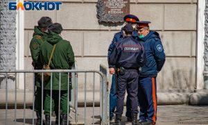 «Сначала объявили неделю, а потом понеслась...»: как «длинные выходные» в России превратились в длительный локдаун