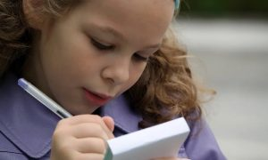 «Скоро мы не сможем их понимать»: учителя ужаснулись безграмотности российских детей