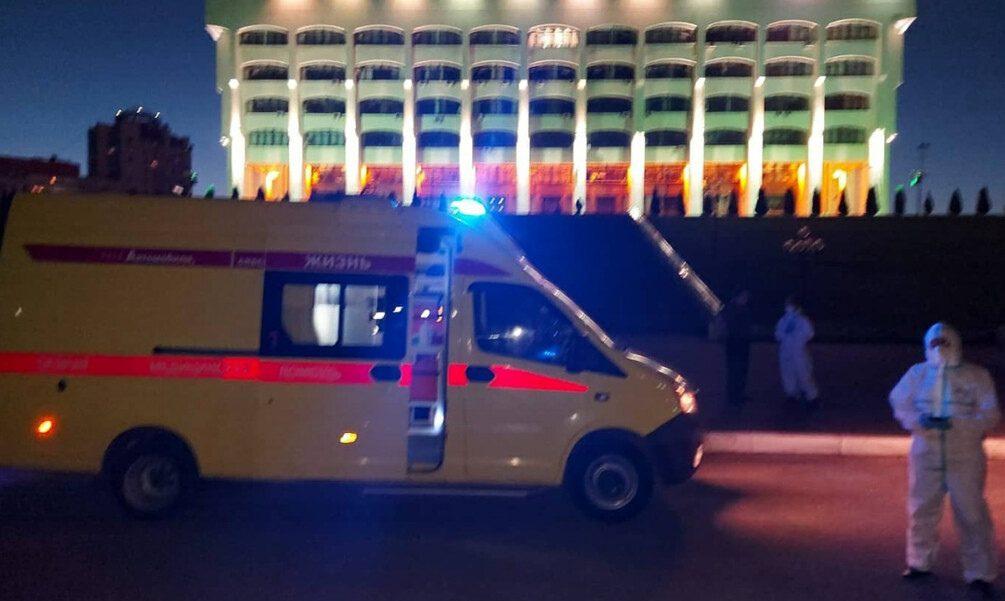 «Мы просто стояли и ждали»: во Владимире скорая привезла пациента с ковидом к зданию правительства