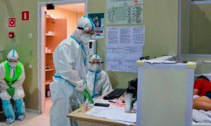Продолжает убивать: врачи сравнили уровень заболеваемости коронавирусом в России с другими странами