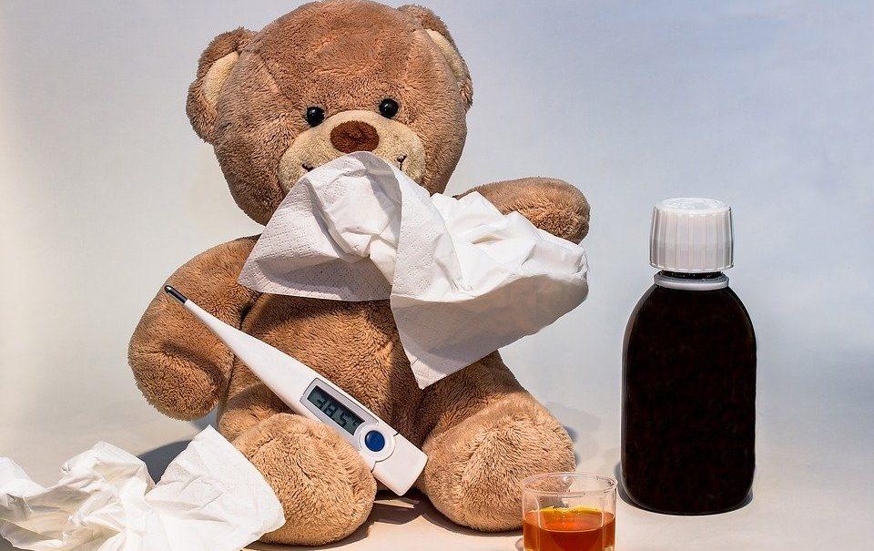 Педиатр назвал главные ошибки родителей при лечении ОРВИ у детей