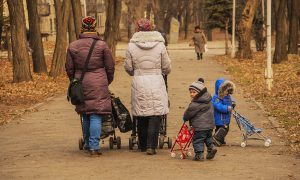 Путин предложил выплату в миллион за третьего ребенка, но не всем