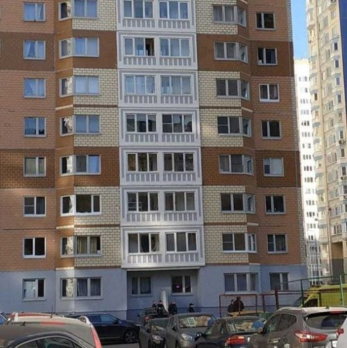 Мучалась от одиночества: в Москве мать с двумя детьми выпала из окна с высоты 17-го этажа