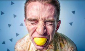 Безудержное желание съесть: врач перечислил проблемы со здоровьем, о которых говорят пристрастия к еде