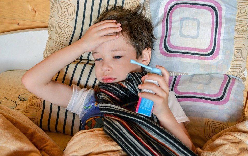 """""""Рвота пеной, как при эпилепсии"""": как четвертую волну переносят дети"""