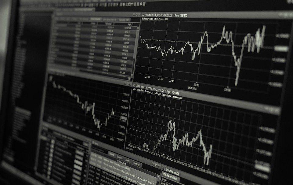 Эксперты рассказали, что будет с рублем, долларом и евро в октябре